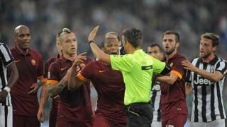 Proteste giallorosse per il rigore concesso alla Juve. LaPresse