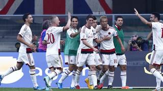 Il Milan fa festa a Verona dopo il secondo gol di Honda. LaPresse