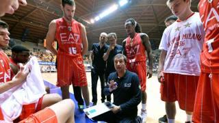 Coach Luca Banchi e i suoi ragazzi. Ciam/Cast