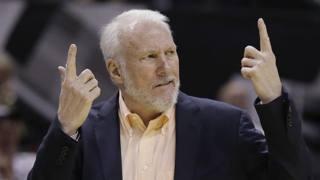 Gregg Popovich, 65 anni, ha suonato la carica agli Spurs con un time-our nella terza frazione. AP