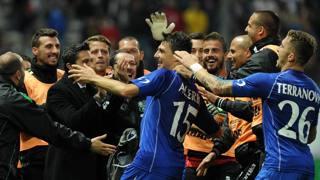 La gioia di tutto il Sassuolo per il gol di Francesco Acerbi. Ansa