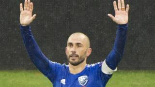 Marco Di Vaio, 38 anni, segna e saluta il calcio. Ap