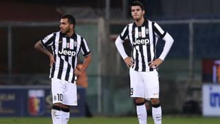 La delusione di Carlitos Tevez e Alvaro Morata dopo il gol del Genoa. Afp