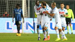 L'esultanza del Napoli dopo il gol di Higuain nell'1-1 di Bergamo con l'Atalanta. LaPresse