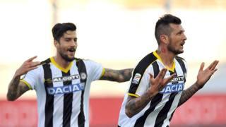 Un'esultanza di Cyril  Thereau, attaccante dell'Udinese. LaPresse