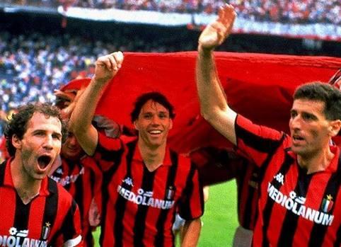 Festa a San Siro per lo scudetto 1993 con Franco Baresi e Mauro Tassotti.