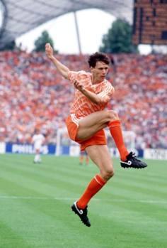Van Basten segna il fantastico gol contro l'Urss nella finale dell'Europeo 1988.