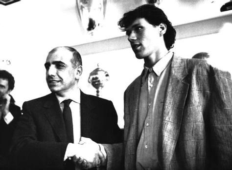 L'approdo a Milano all'alba dell'era Berlusconi: è l'estate del 1987. Ad accoglierlo c'è un giovane Adriano Galliani.