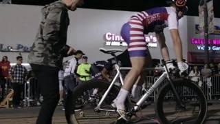Una partenza della drag race in bicicletta