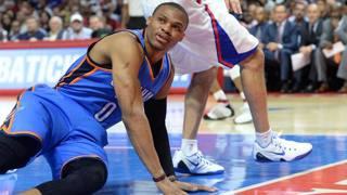 Russell Westbrook, play di Okc, ha riportato una frattura alla mano destra. Reuters