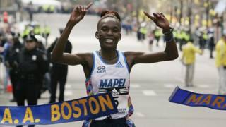 Rita Jeptoo vince a Boston. Reuters