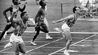 Livio Berruti, torinese, ha 21 anni quando nel 1960 alle Olimpiadi di Roma vince la finale dei 200 metri. Afp