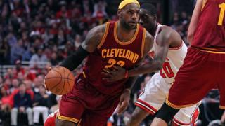 LeBron James con la maglia dei Cleveland Cavaliers. Reuters