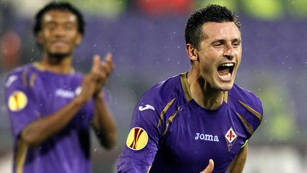 Manuel Pasqual, 32 anni, festeggia la rete dell'1-1. Ap
