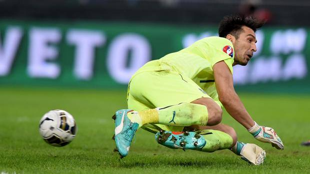 La clamorosa papera di Gianluigi Buffon . Getty Images