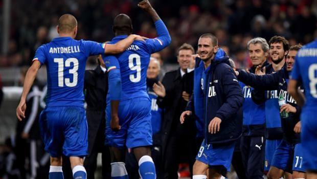 Felicità azzurra dopo il gol della vittoria di Okaka. Getty Images