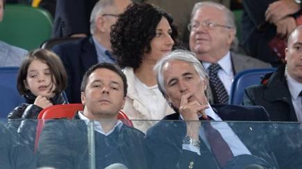 Il premier Matteo Renzi con il presidente Coni Giovanni Malagò  Ansa