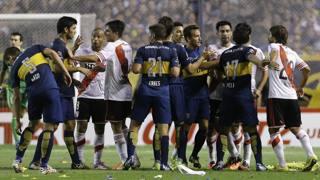 Nove ammoniti, botte in campo e poche emozioni: Boca-River finisce 0-0. Ap