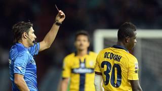 Acquah viene espulso in Udinese-Parma. Lapresse