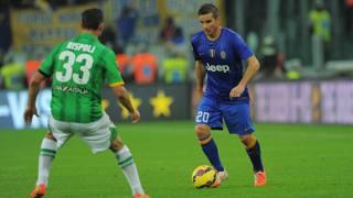 Simone Padoin, centrocampista della Juventus. nella gara contro il Parma. Lapresse