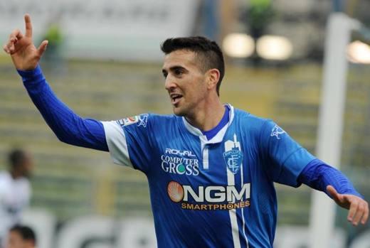 L'esultanza del centrocampista dei toscani per il risultato a sorpresa del Tardini. Ansa