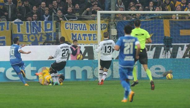 Tavano la chiude col gol del 2-0 che manda in estasi l'empoli e in crisi il Parma. Ansa