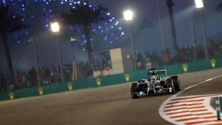 Hamilton controlla la gara ad Abu Dhabi. Afp