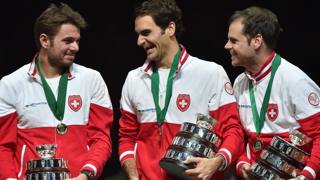 Stan Wawrinka, Roger Federer e il capitano Severin Luhti. Afp