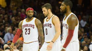 LeBron James, Kevin Love e Kyrie Irving: delusione in casa Cavs. Afp