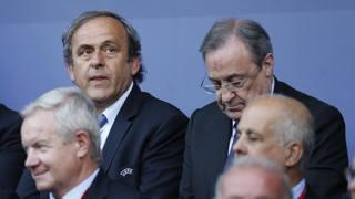 Michel Platini (a sinistra) accanto al presidente del Real Florentino Perez. Action Images