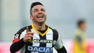 Antonio Di Natale, 37 anni, 200 reti in 400 gare di Serie A. Ap