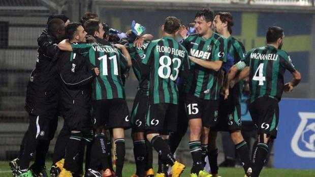 La festa del Sassuolo dopo il gol partita di Taider. Ansa