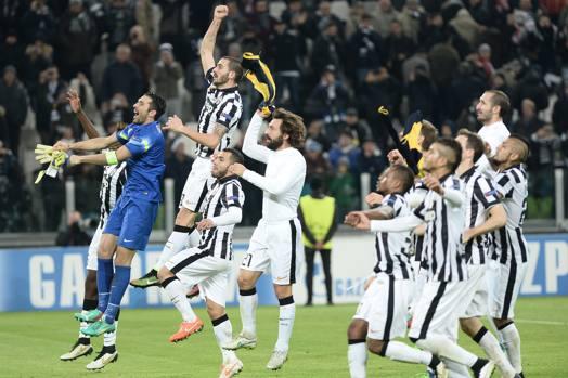 La festa della Juve a fine partita: è agli ottavi di Champions dopo lo 0-0 con l'Atletico. Ap