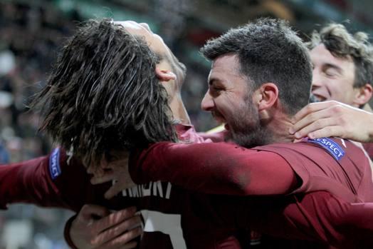Amauri festeggia con i compagni: il Torino vince 5-1 a Copenaghen e va ai sedicesimi di Europa League. LaPresse