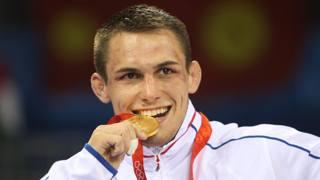 Steeve Gu�not con l'oro di Pechino 2008 nella categoria 66 kg. AFP