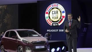 Un momento della premiazione dell'Auto dell'anno 2014. LaPresse
