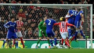 Terry incorna di testa: Chelsea in vantaggio. Ap
