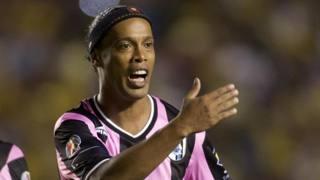 Ronaldinho, 34 anni, con la maglia del Quer�taro. Afp