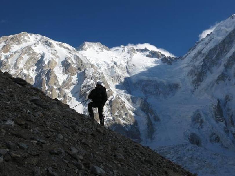 9. Daniele Nardi con il Nanga Parbat sullo sfondo