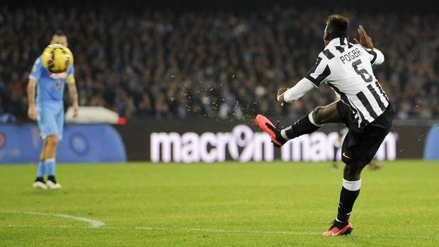 Paul Pogba infila con un capolavoro. LaPresse