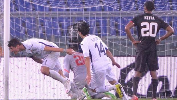 L'esultanza di Mario Gomez dopo il gol del 2-0. Ansa