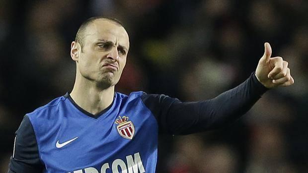 Pollice alto per Berbatov: contro l'Arsenal, il bulgaro ha ritrovato la rete che in Champions mancava dal 2011. Ap