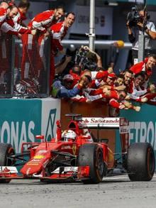 La'rrivo trionfale di Vettel a Sepang. Epa