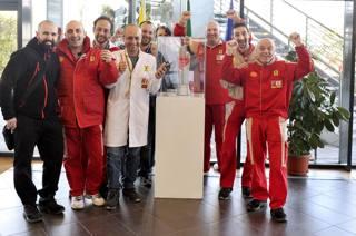 Il trofeo al ristorante Ferrari