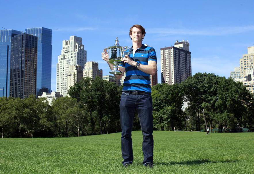 Andy Murray a Central Park con il trofeo conquistato agli US Open 2012 (Reuters)