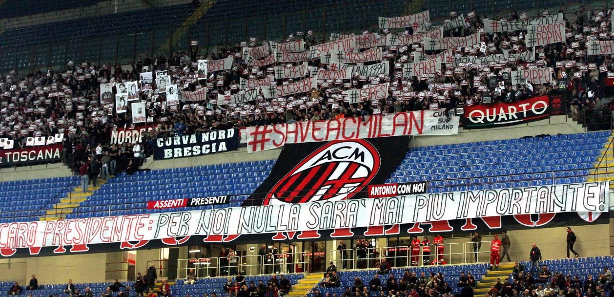 """La Sud contro Berlusconi: """"Vendi il Milan""""  - La Gazzetta dello Sport"""