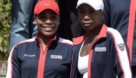 Serena e Venus Williams alla presentazione del primo match di fed Cup. Afp