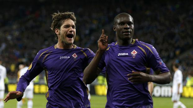 Babacar fa festa con Marcos Alonso. Reuters