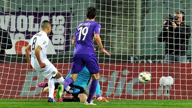Obbadi ribatte in rete la palla non trattenuta da Neto: è l'1-0 del Verona. LaPresse