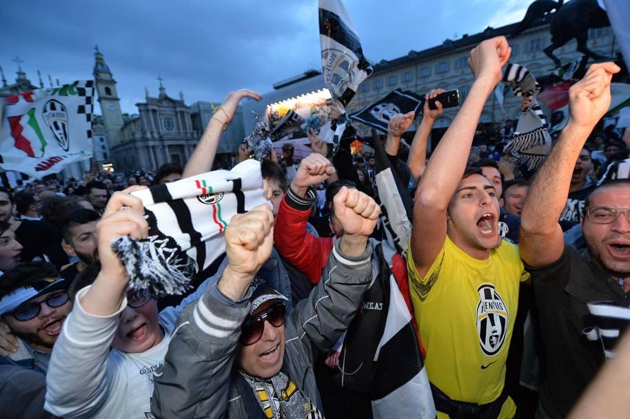 """""""Ювентус"""": обливание шампанским и массовые гуляния фанатов (Фото) - изображение 23"""